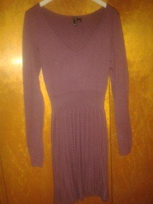 Hell-purpurfarbenes Strickkleid