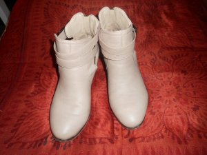 Stivaletto cut out beige chiaro