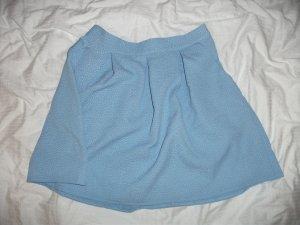 Hellblau-pastellener Mädelsrock