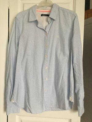 Hellblau-weiß gestreifte Bluse