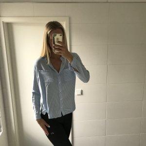 hellblau weiß gestreifte Bluse