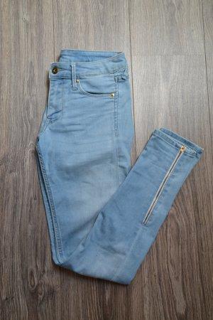 Hellblaue 3/4 Jeans W28
