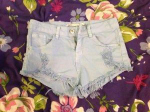 Bershka Pantalón corto azul celeste