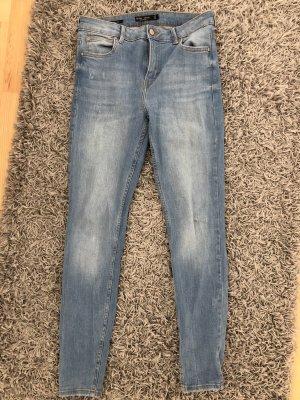 Hellblaue Bershka Jeans
