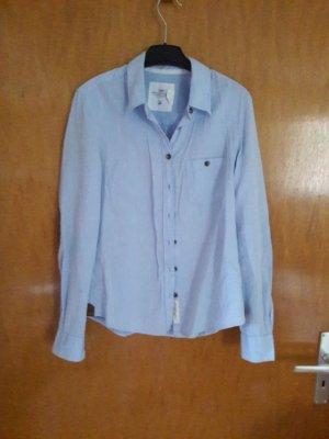 Hellblaue Bluse mit Cord-Ellenbogenpatches
