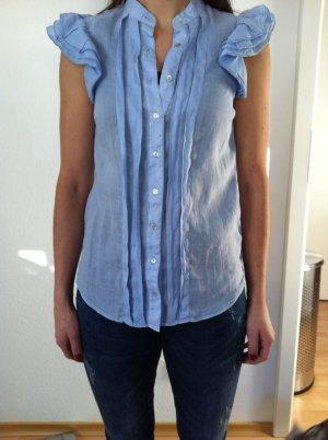 Hellblaue Bluse mit Rüschchen