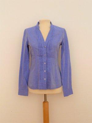 Hellblaue Bluse ohne Kragen