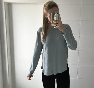 hellblaue Bluse von H&M ohne Ausschnitt