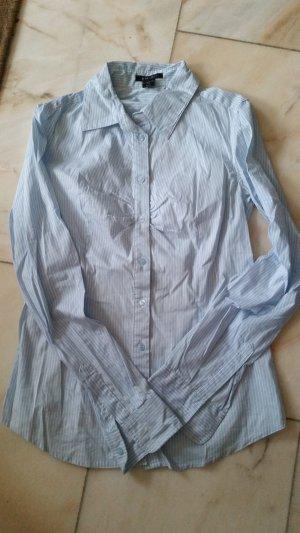Hellblaue gestreifte Bluse
