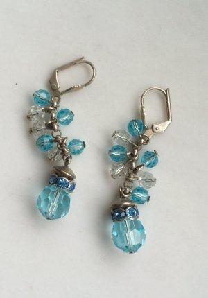 Hellblaue, hängende Ohrringe