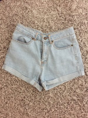 Hellblaue Highwaist Short