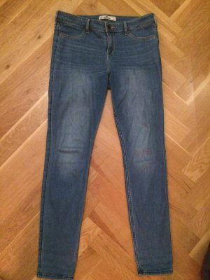 Hellblaue Hollisterjeans