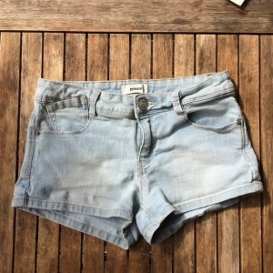 Hellblaue Hot Pants