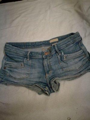 Hellblaue Hot Pants von H&M