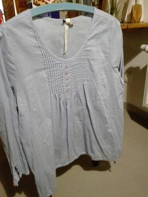 Hellblaue hübsche Bluse
