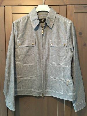 hellblaue Jacke für den Frühling