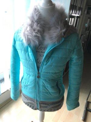 Hellblaue Jacke mit Kunstfell und schoener Kapuze :)