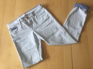 Hellblaue Jeans