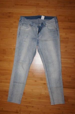 hellblaue Jeans im used look