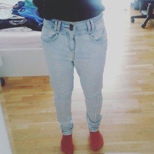 Hellblaue Jeans, New Yorker, Boyfriend Style
