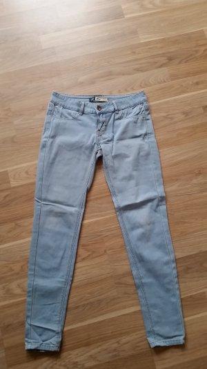 hellblaue Jeans von Bershka