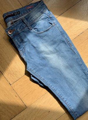 Hellblaue Jeans von Zara