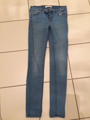 Hellblaue Jeans Zara Trafaluc