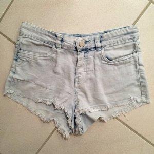 Hellblaue Jeansshort