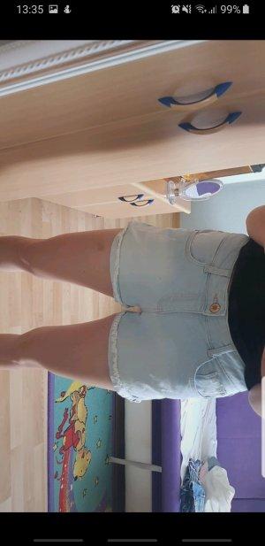 Hellblaue Jeansshorts