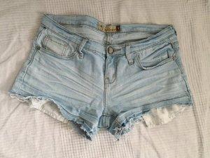 Hellblaue Jeansshorts mit ausgefranstem Bein Gr. S