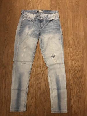 Hellblaue Levi's Jeans