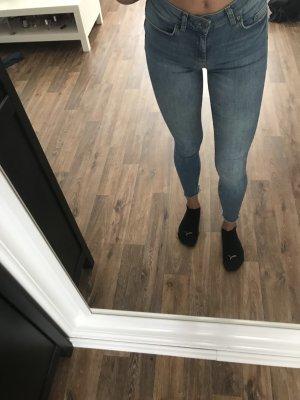 Hellblaue mid-waist Jeans