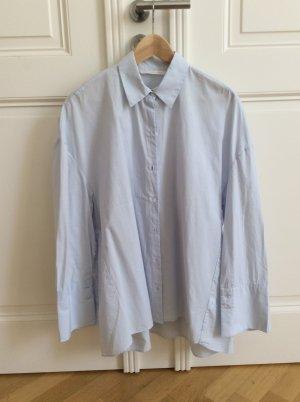 Hellblaue oversized Bluse mit Print