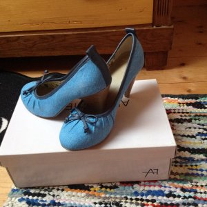 Hellblaue Pumps