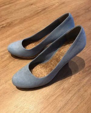 Hellblaue Pumps mit Kork