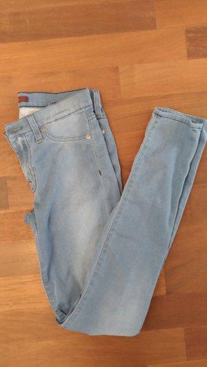 Hellblaue Skinny-Jeans