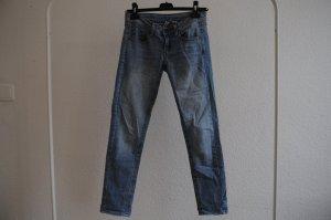 Hellblaue Skinny Jeans / Knochellang / Hüftjeans