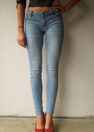 Hellblaue Skinny Jeans von Guess