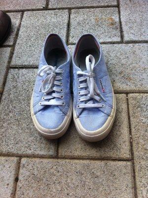 hellblaue Sneaker von Superga
