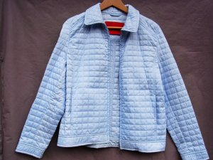 Hellblaue Steppjacke