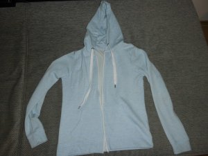 hellblaue Sweatjacke