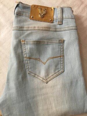 hellblaue Versace Jeans mit weißen Stellen sehr gut