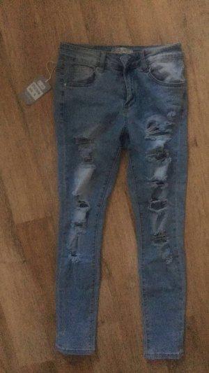 Hellblaue zerrissene Jeans