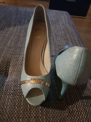 hellblauer high heel