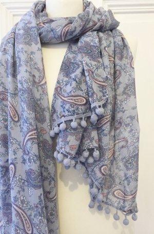 Hellblauer leichter Schal mit Paisleymuster und Bommeln