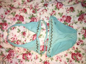 hellblauer wunderschöner süßer Bikini