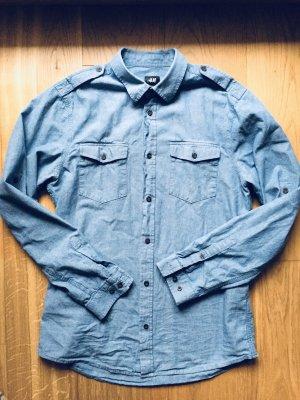 Hellblaues Jeans Hemd mit braunen Knöpfe Unisex