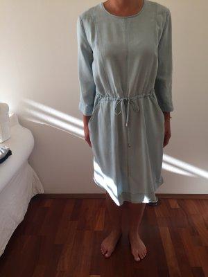 Hellblaues Kleid von Edited