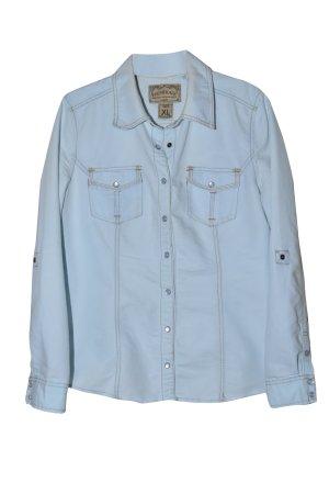 hellblaues modisches Jeanshemd