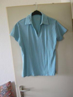 hellblaues Polo-Shirt
